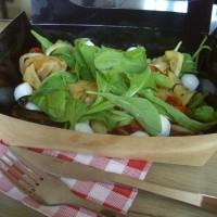 Légumes grillés, tomates confites, mozzarella et roquette